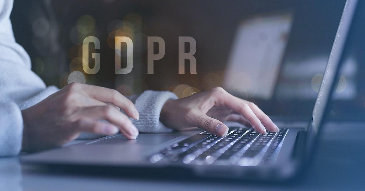 Splňují weby evropských institucí směrnici o zpracování osobních údajů?